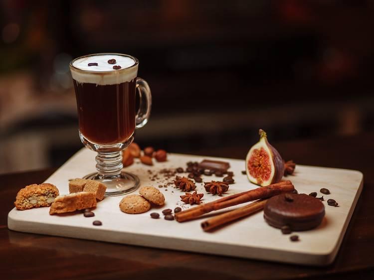 Três sítios para beber Irish Coffee no Porto