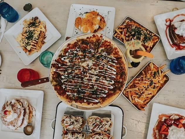 Pizza at The Pan in Pasadena