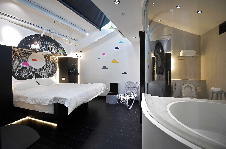 XY Hotel – Suite Color Clouds (301)