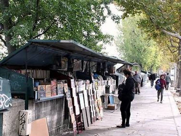 Browse the bouquinistes along the banks of the Seine
