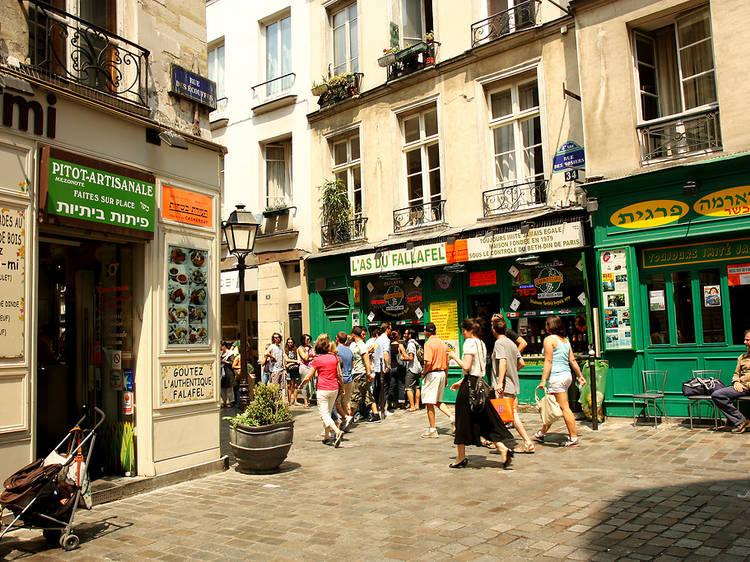 Join the queue at L'As du Fallafel