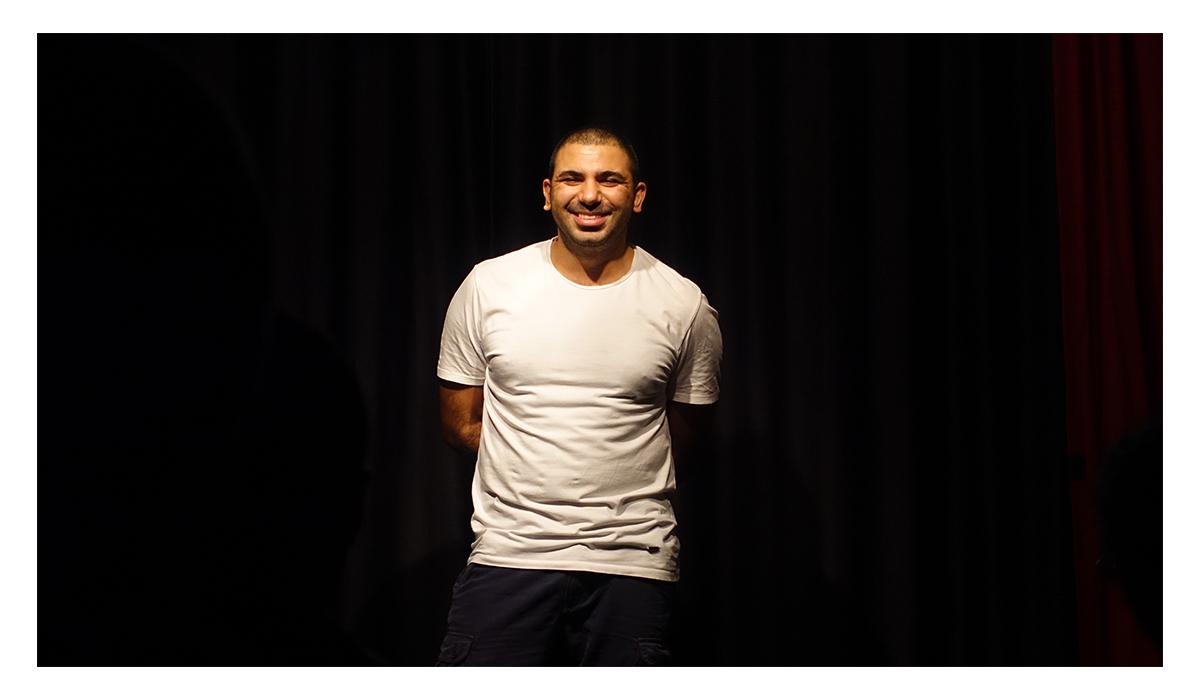 İlker Gümüşoluk, İstanbul Komedi Festivali'ndeki tek kişilik gösterisinde ikili ilişkilere odaklanıyor