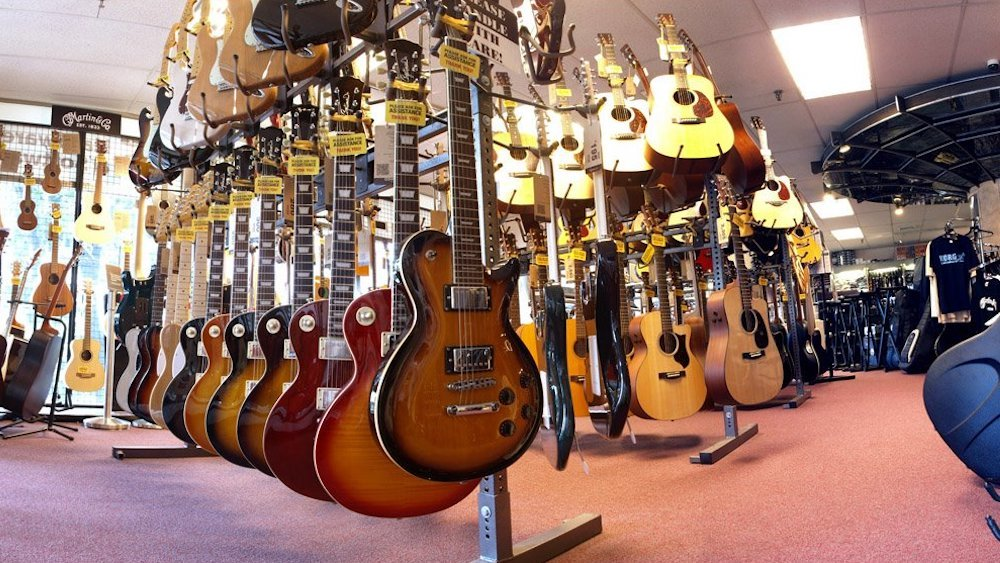 Consider These Tips Before Buying Your First Guitar