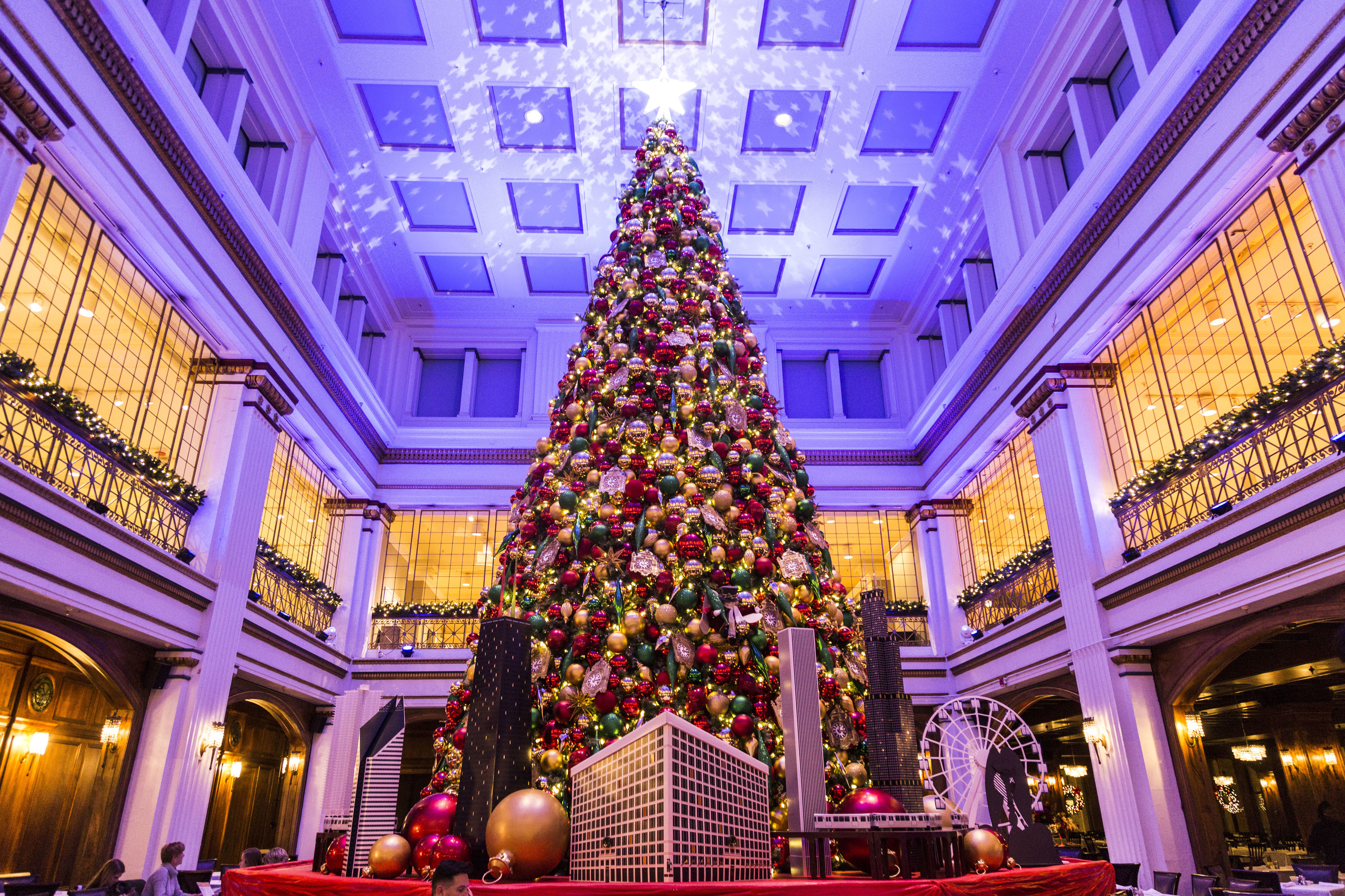 Christmas Tree Downtown Chicago.12 Places To See Christmas Lights In Chicago