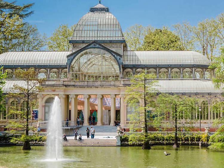 ガラスの宮殿まで散歩する。