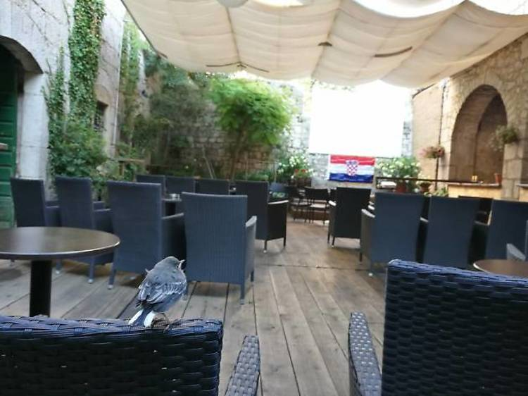 Discover the hidden courtyard of Caffe Bar Nu
