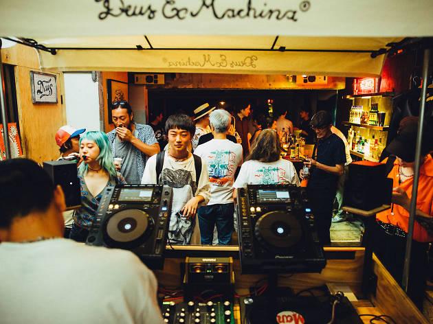 東京、ニューオープンのミュージックバー