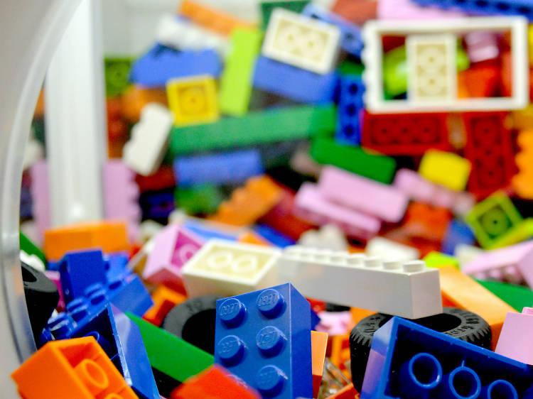 Juega con bricks de colores en la nueva Lego Store Perisur