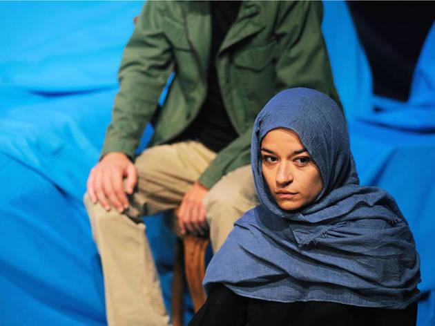 Retrato de Mulher Árabe que Olha o Mar