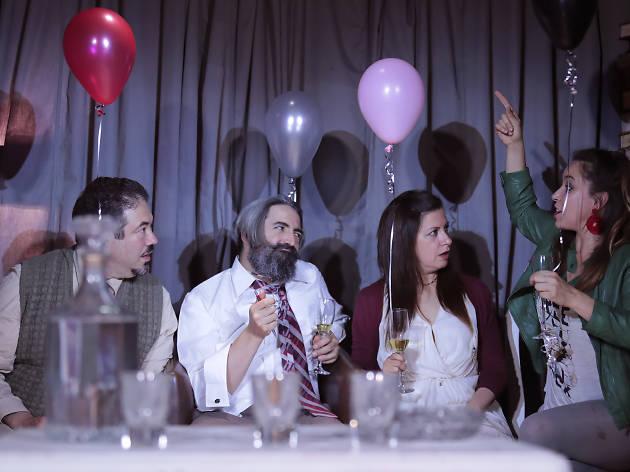 Villa dolorosa, adaptación de la obra de teatro Las tres hermanas en La Teareria