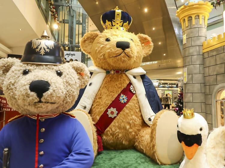 德福廣場:同過百隻泰迪熊坐鎮