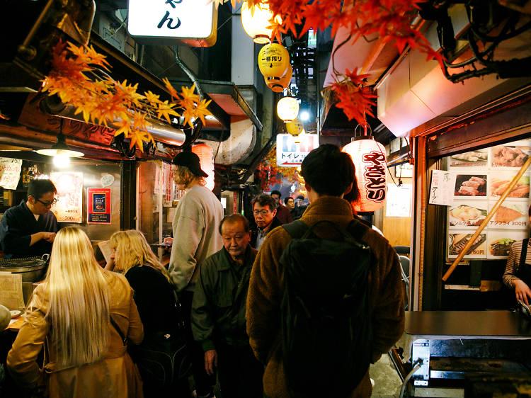 Bar Hopping Tour in Shinjuku