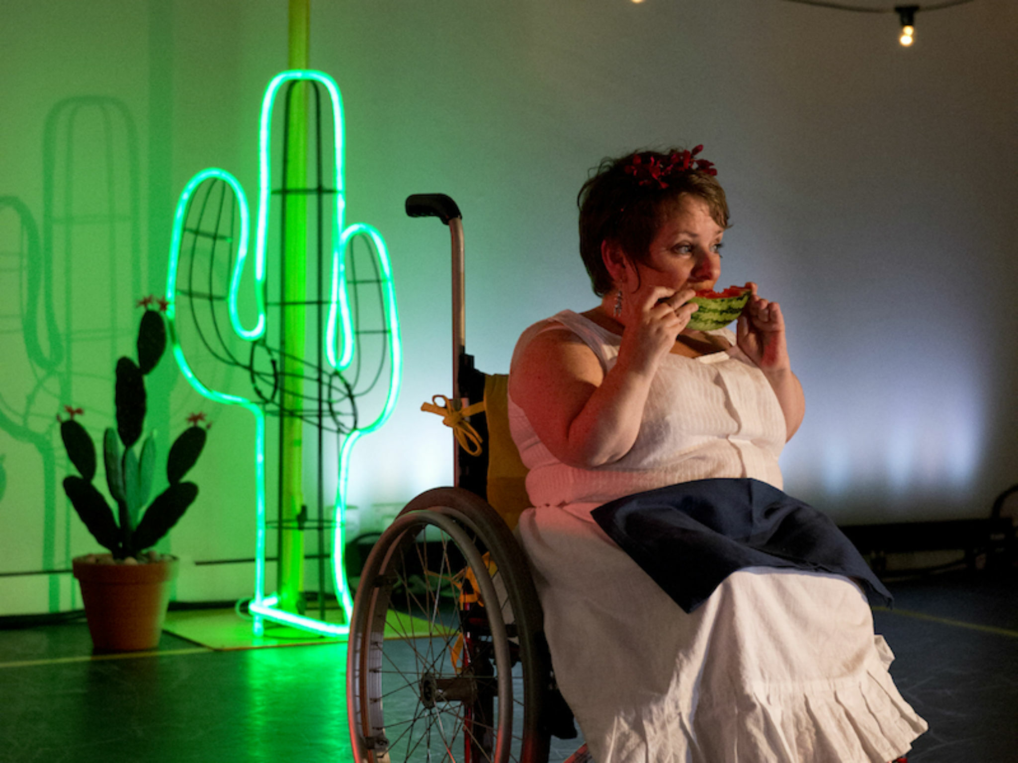Artist Caroline Bowditch performing in 'Falling in Love with Frida'