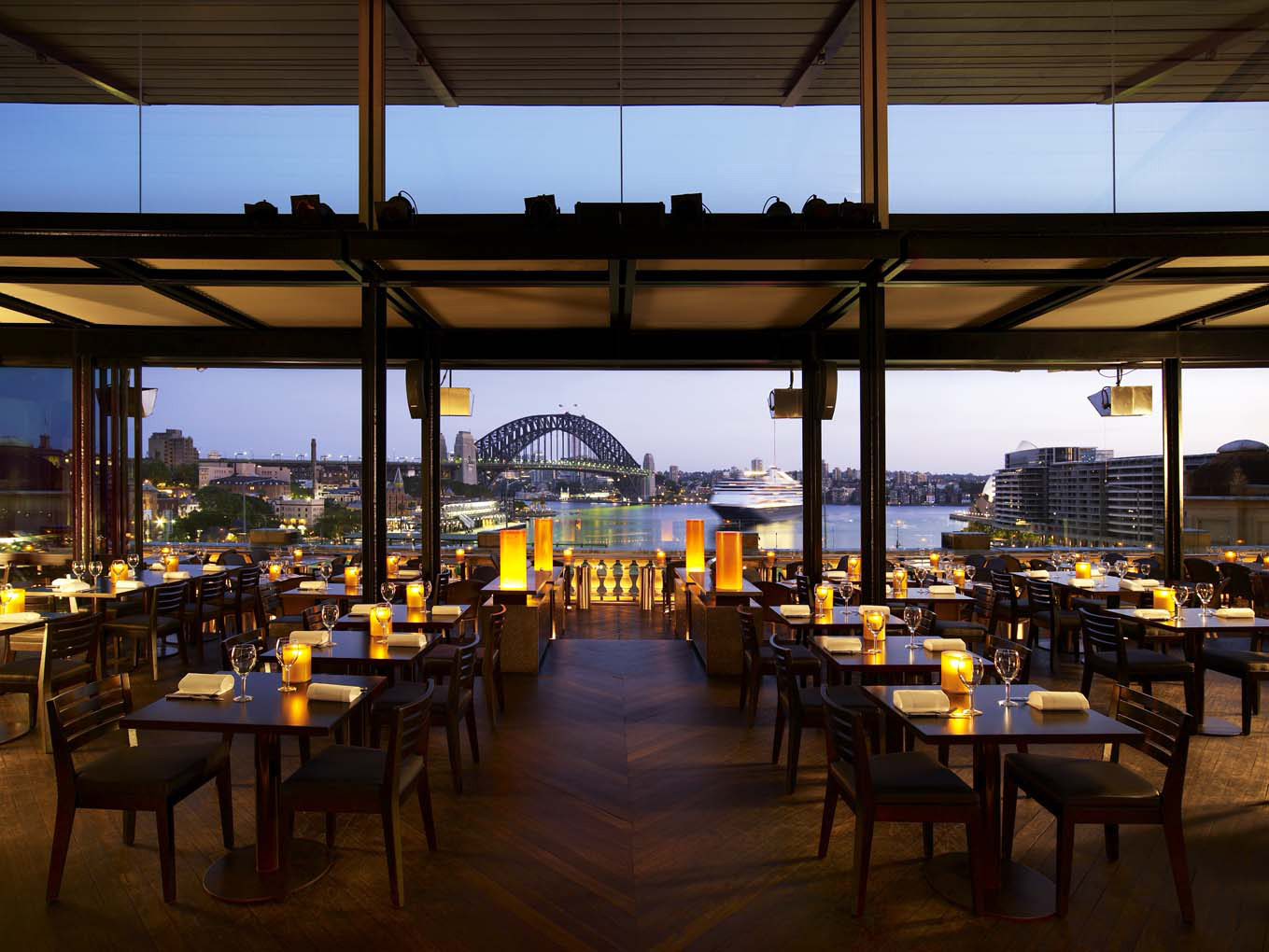 Image of the dining room with Harbour Bridge views.