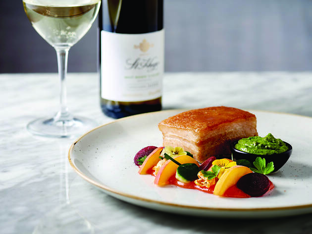 Pork belly with vegetables and wine.