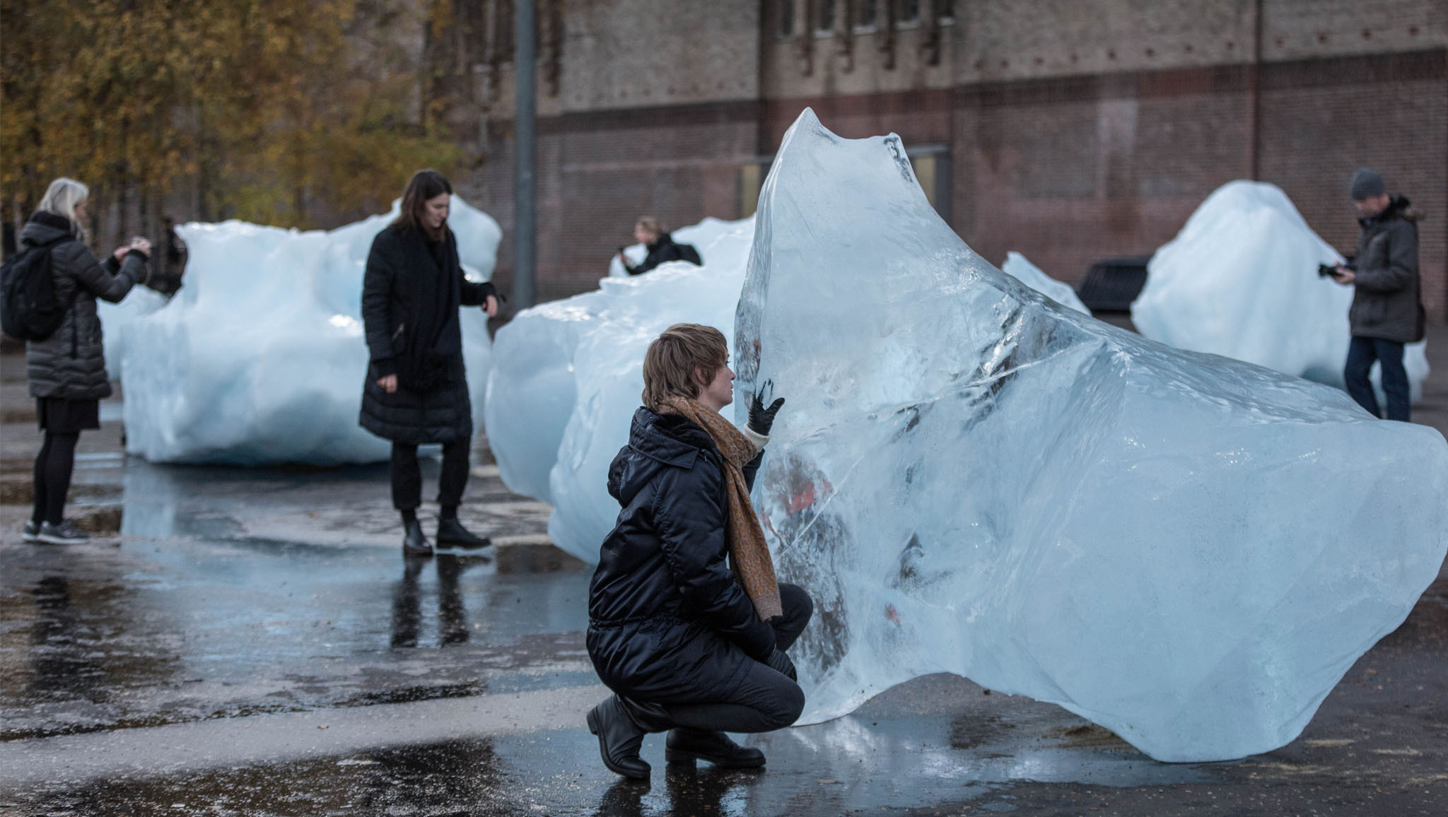 There are chunks of melting glacier ice outside Tate Modern