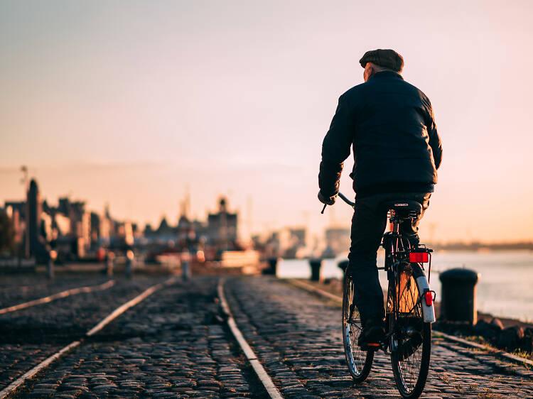 醸造所まで自転車を漕ぐ。