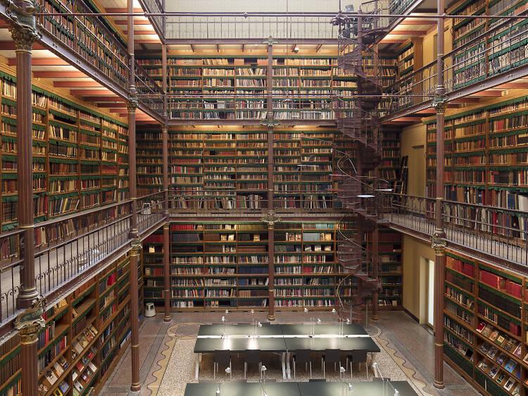 1885年の図書館で読む。