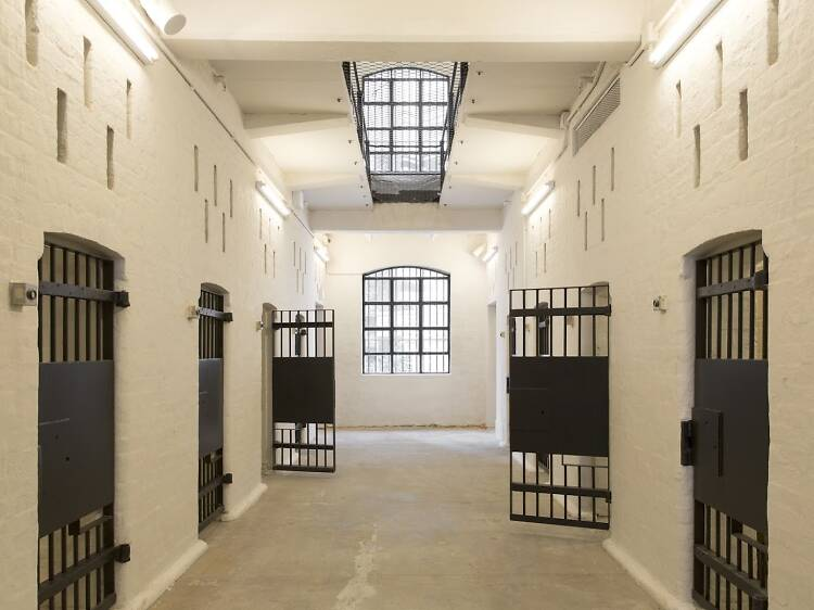 元監獄でセルフィーする。