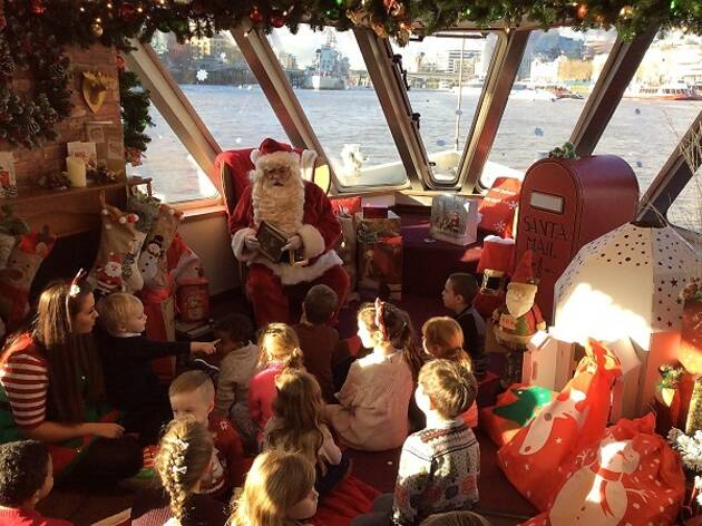Fun Things To Do On Christmas Day.Christmas Day Sightseeing On A Boat Things To Do In London