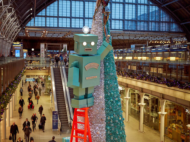 St Pancras International, Christmas tree