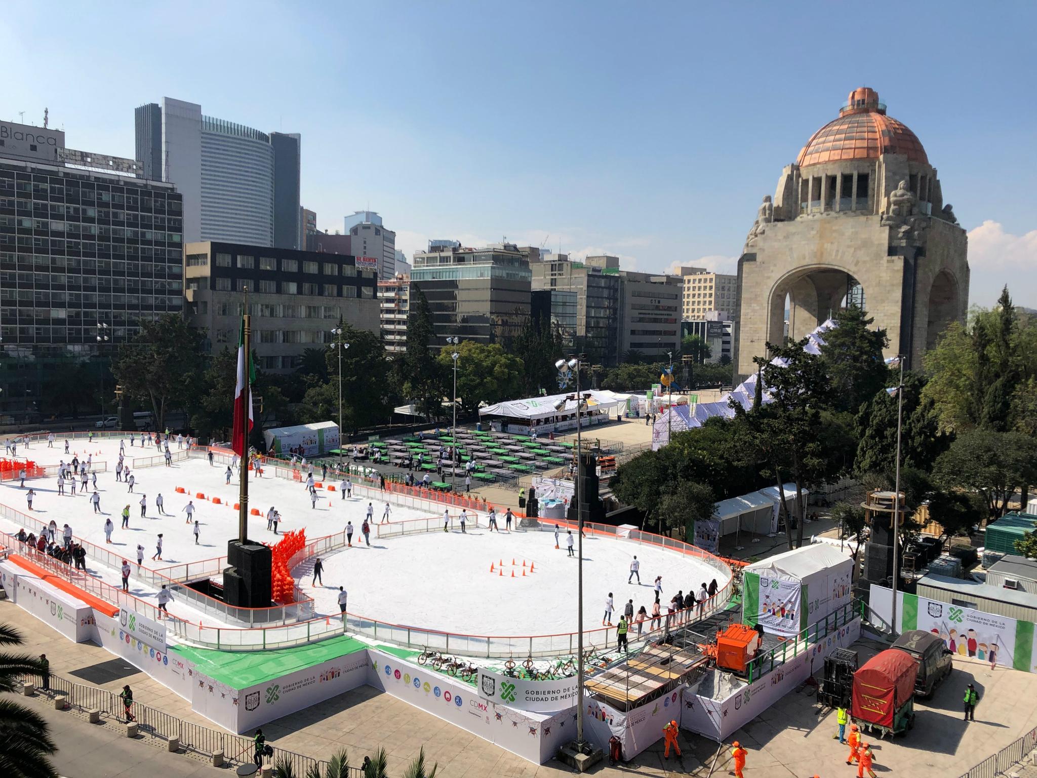 Pista de hielo en el Monumento a la Revolución 2018