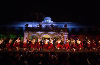 Navidades de México del Ballet Folklorico de Amalia Hernández en el Castillo de Chapultepec