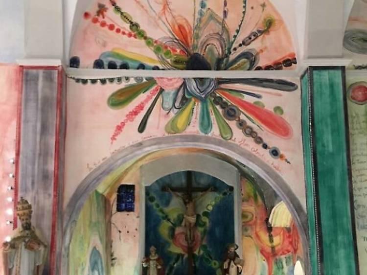 Acció artística de Santi Moix a l'església de Sant Víctor de Saurí
