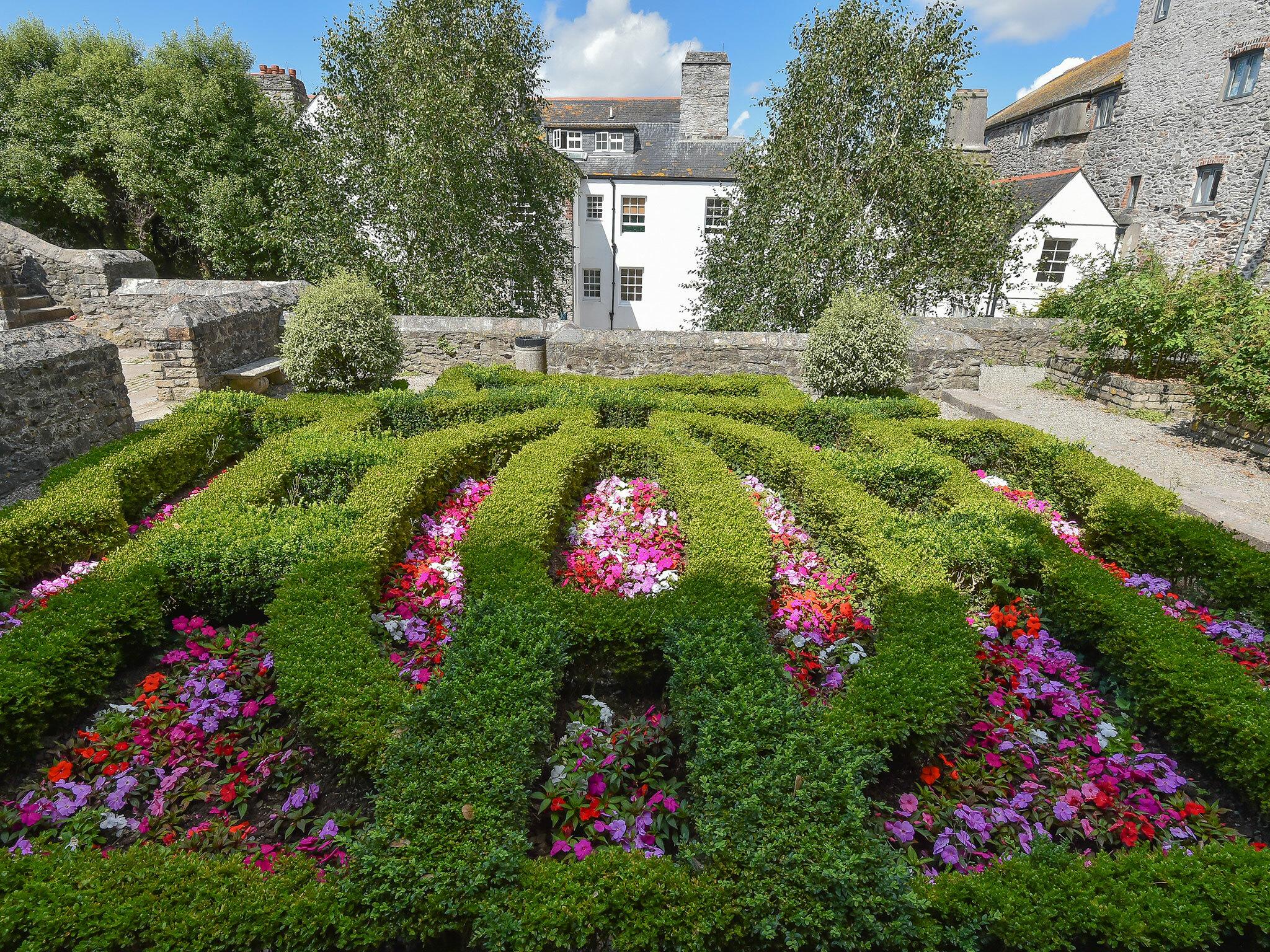 The Elizabethan Gardens