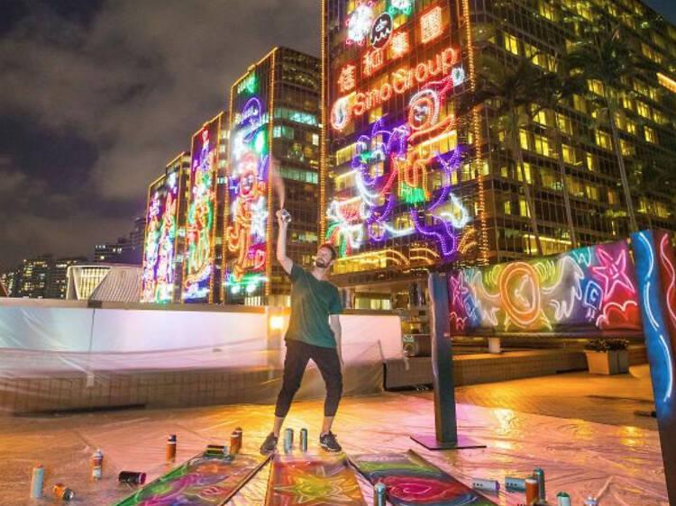 中港城:霓虹燈 x 塗鴉風格的聖誕列車