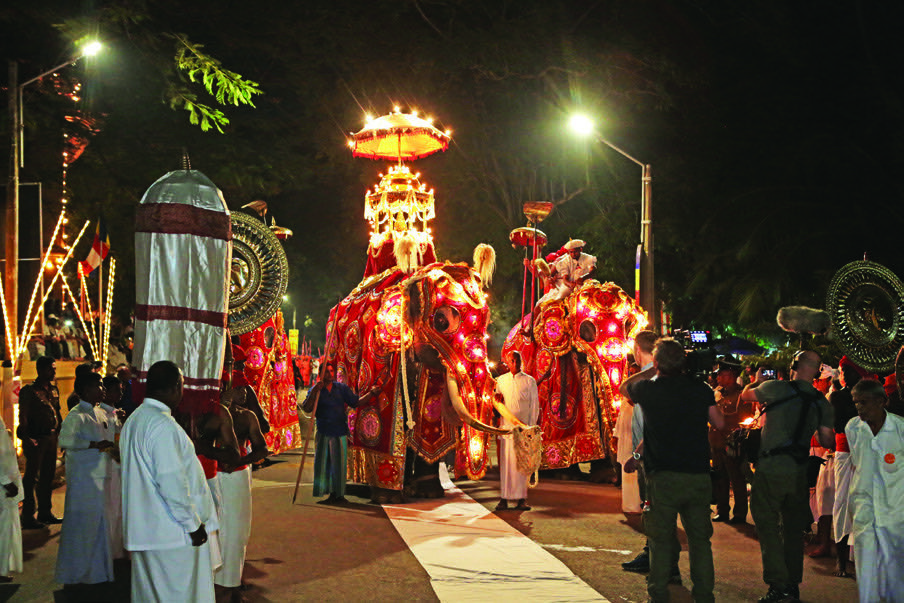 Witness the grandeur of the Kelaniya Duruthu Perahera