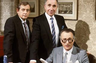 Sim, Primeiro Ministro 1980-1988