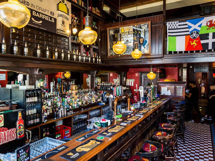 Hennessy's Irish Pub
