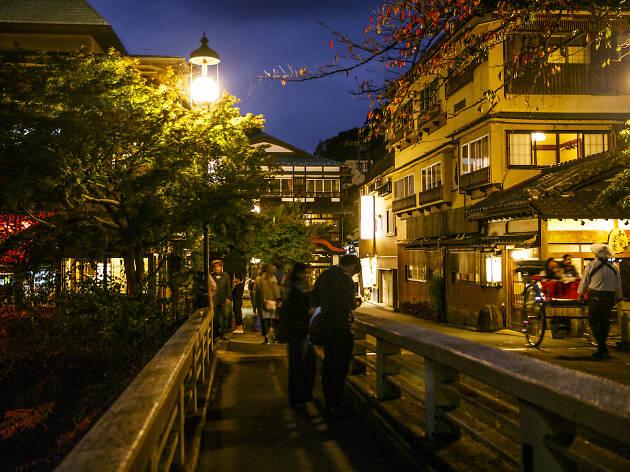Hakone-Yumoto Station shopping