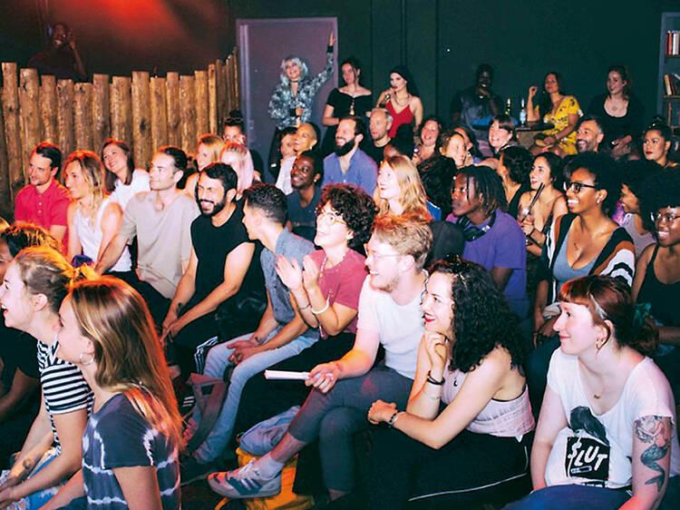 Conheça o melhor da comédia e do circuito de clubes de Berlim de uma só vez