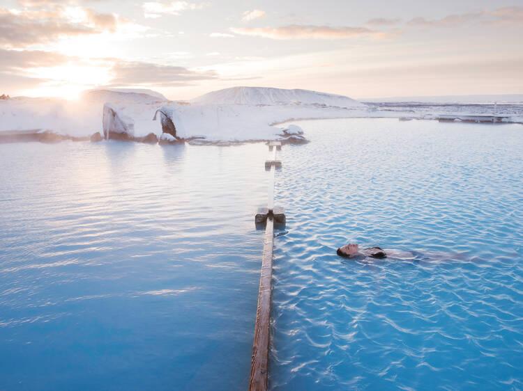 Dê um mergulho solitário nas Mývatn Nature Baths