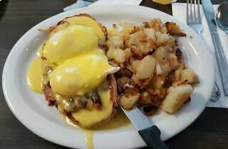 Nat's Early Bite Coffee Shop diner in Sherman Oaks breakfast eggs Benedict
