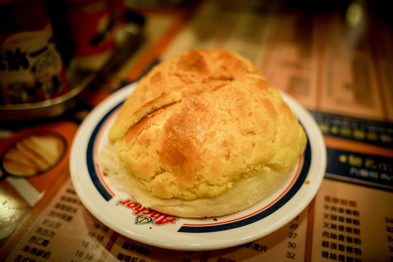 Kam Wah Cafe - pineapple bun