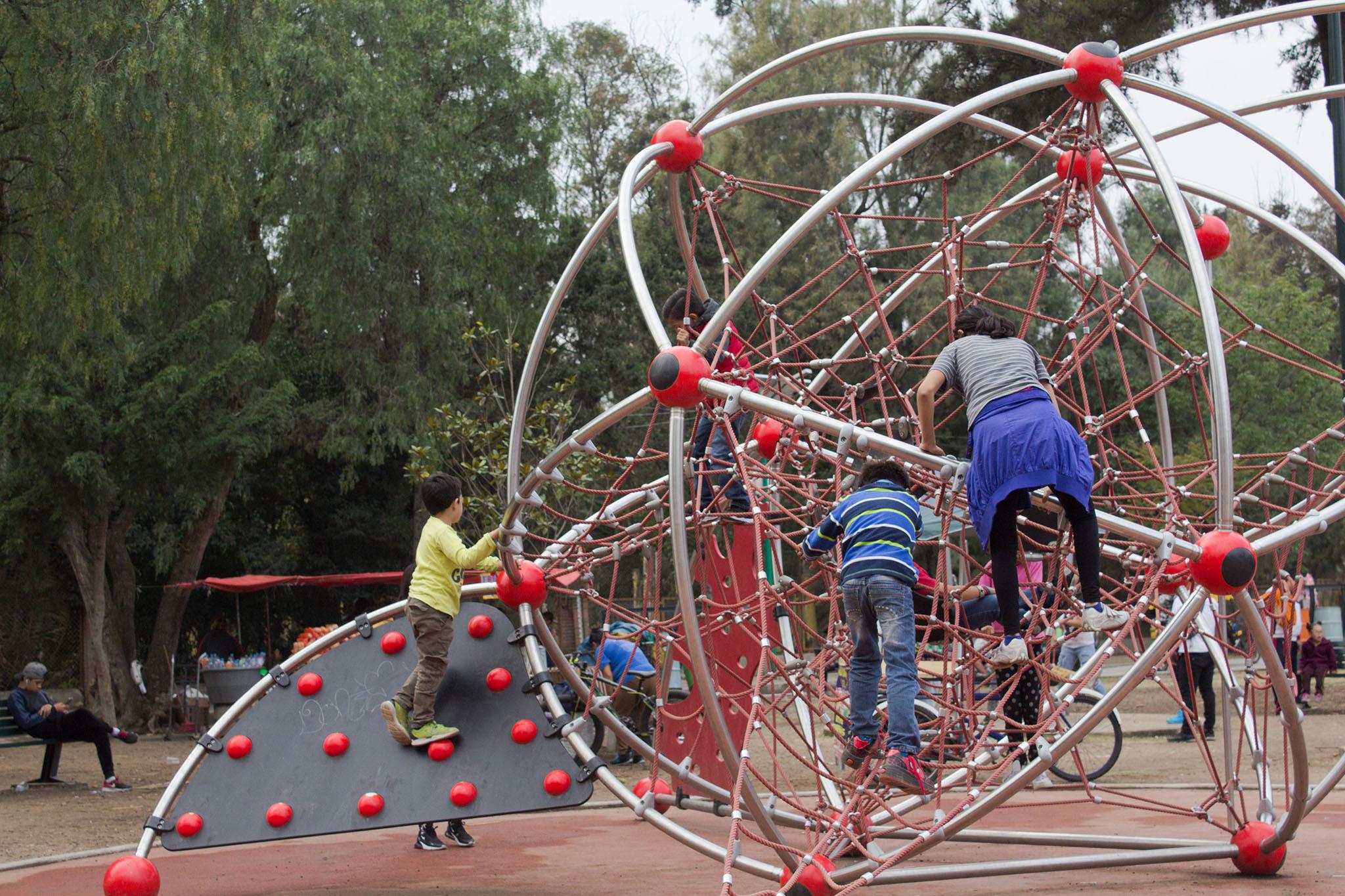 13 parques en la CDMX con área de juegos para niños