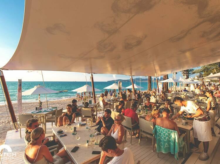 14:00 Enjoy funky beach club vibes at Catch Beach Club