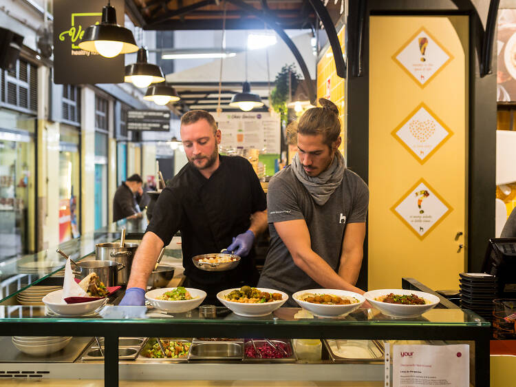 Couve-flor frita com thina do Hummusbar