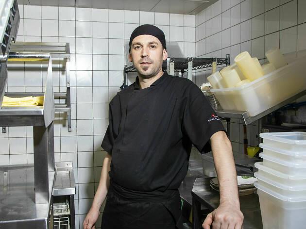 Tauland Babi, kitchen porter