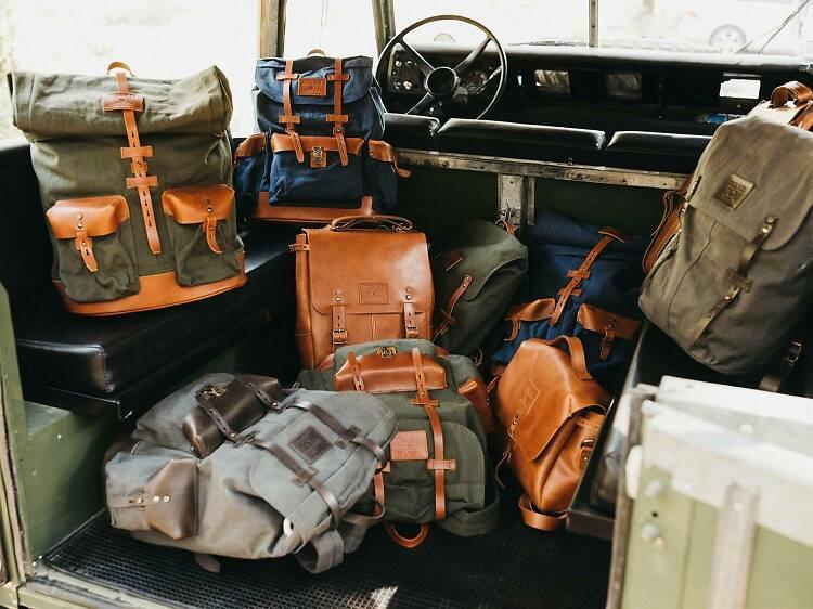 Malas e mochilas feitas por artesãos