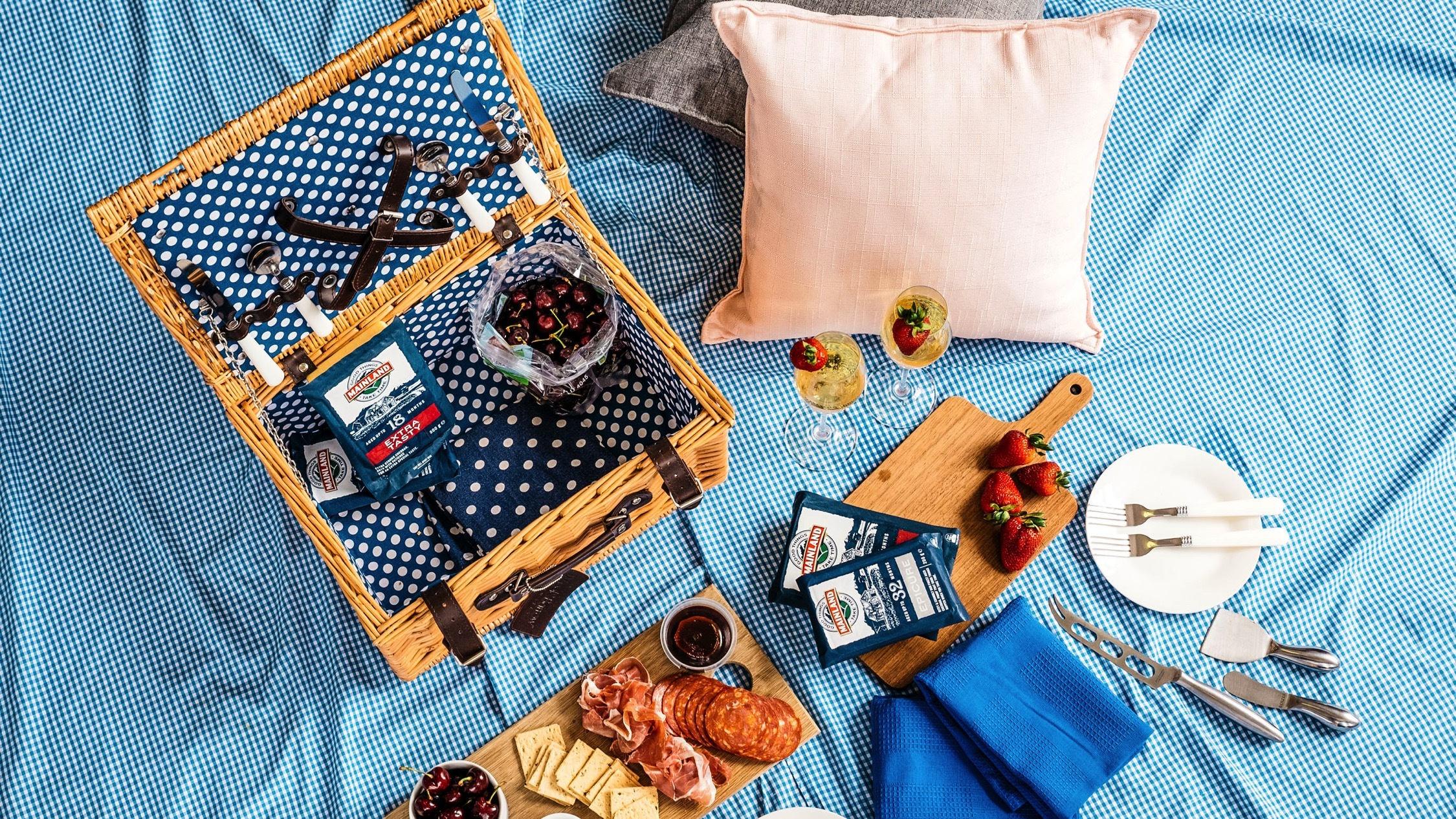 Mainland Cheese Picnic Basket