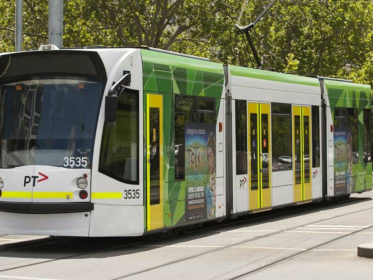 I want to ride the tram in rush hour