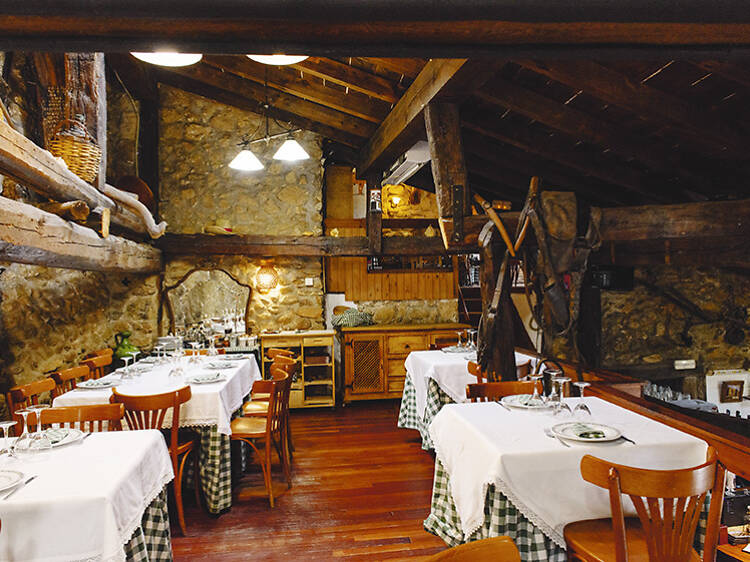 Get away from the city and dine at La Taberna del Alamillo