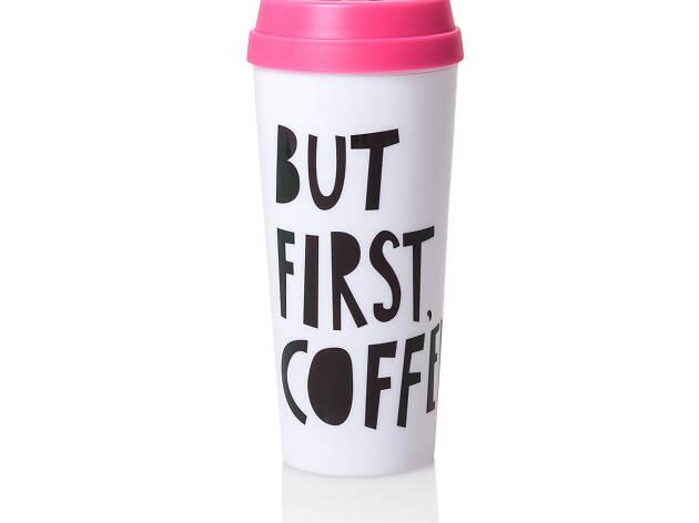 El termo de Ban.do tiene la leyenda But First Coffe
