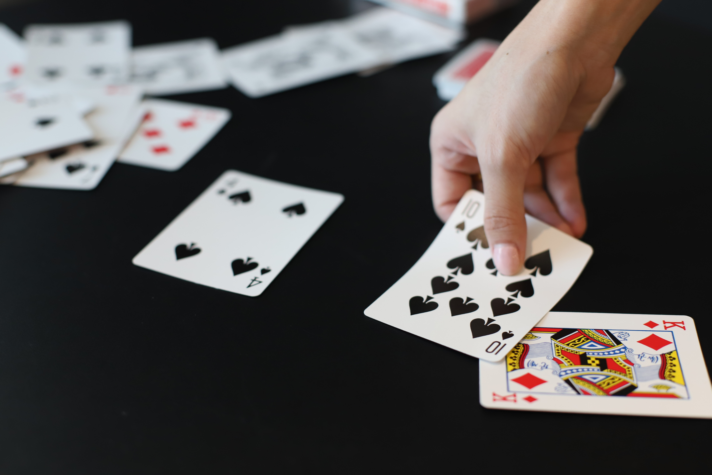 How To Play In-Between Cards Game