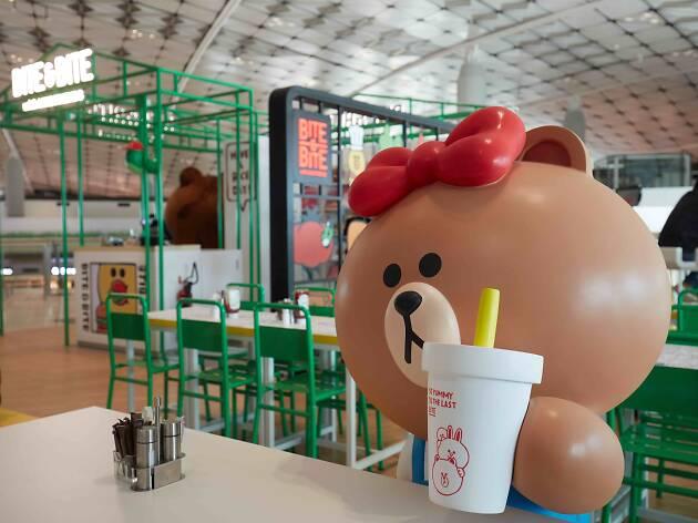 Line restaurant @ Airport