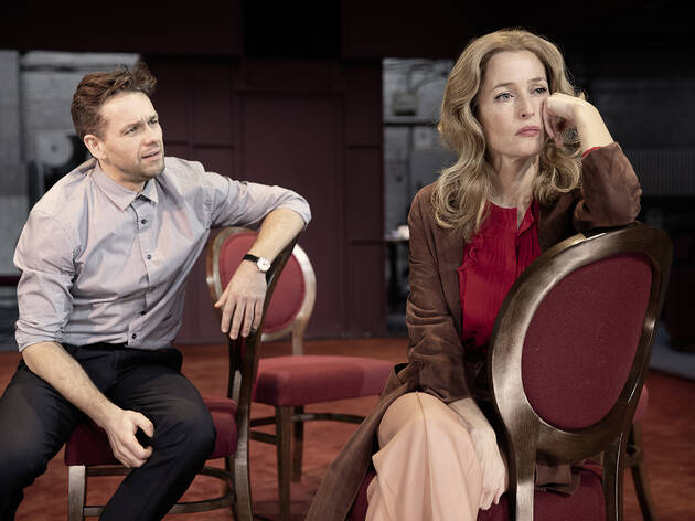 "<meta charset=""utf-8"" /><p><span>Julian Ovenden and Gillian Anderson</span></p>"